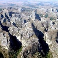 Ireo tangoronam-tendrombohitra MAKAY ( Le massif du Makay)